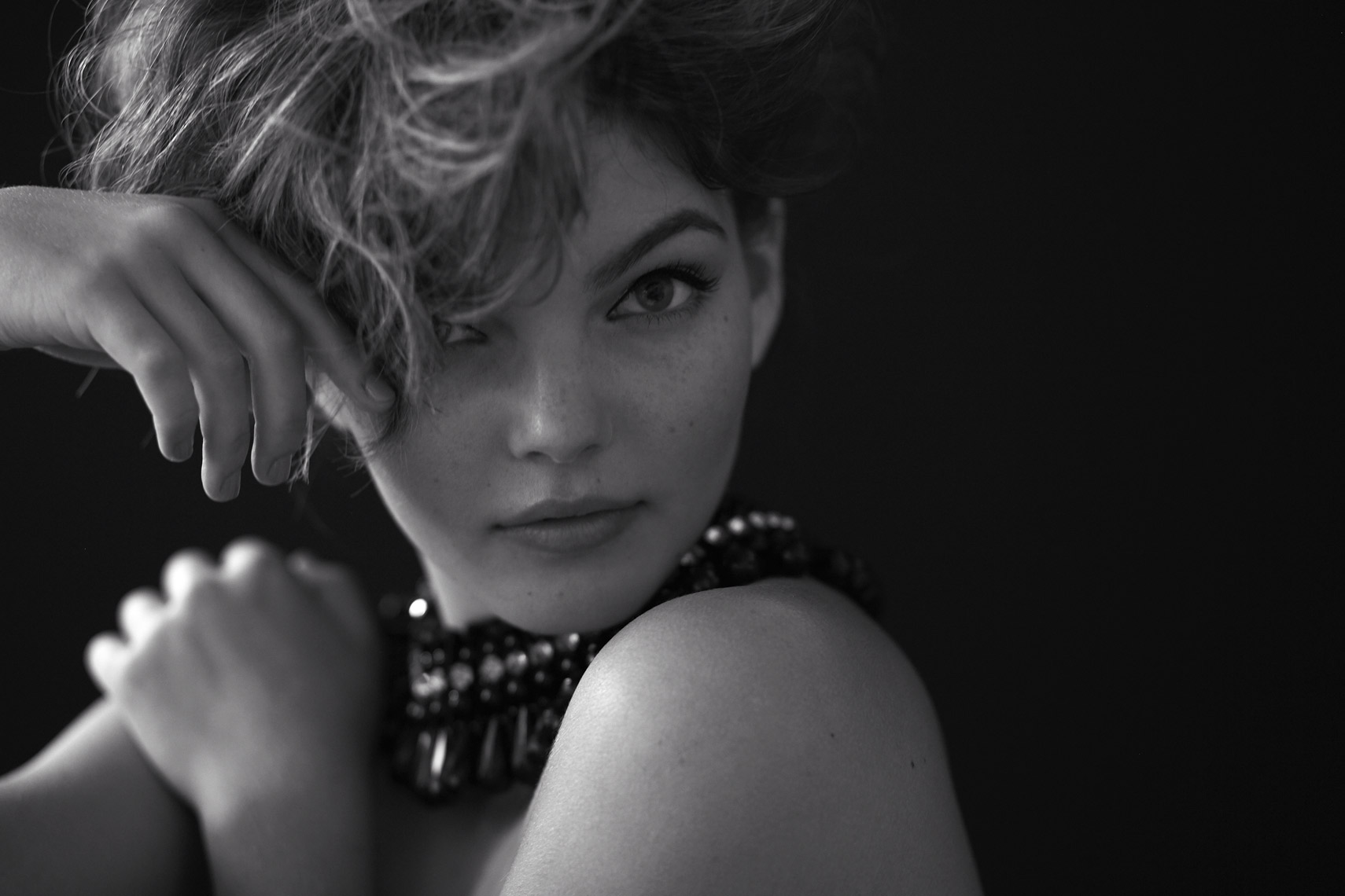 KMR_Untitled-Magazine_Carmen-Bicondova_1015_HR-2